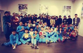 北京史家小学30余学生体验零食盒手工书制作